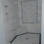 Marmur w kabinie prysznicowej