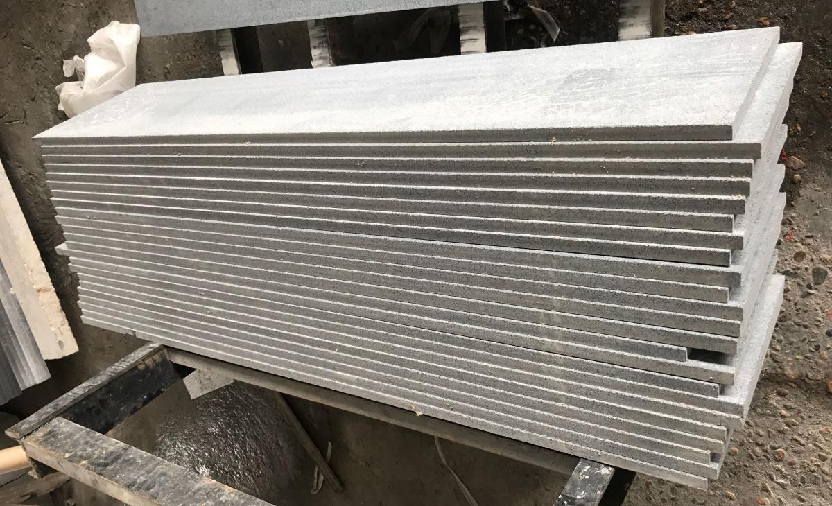 Stopnica schodowa granit Padang Dark G654 szlifowana 150cm x 33cm x 2cm